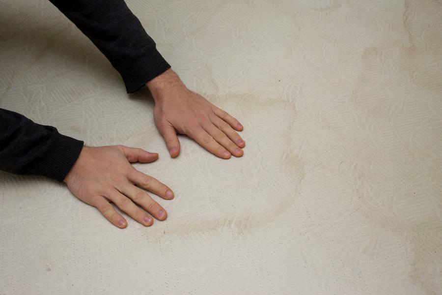 Matratze reinigen und Flecken entfernen